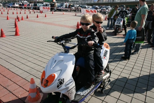 Skútristi na výstave Motocykel 2012