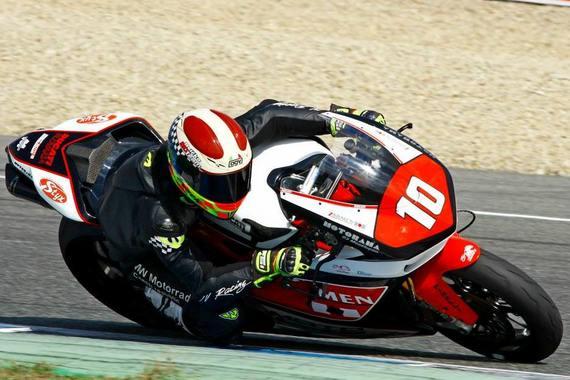 Na záver sezóny sa so slovenským tímom SK Energy predstavil v SP STK1000 v španielskom Jereze