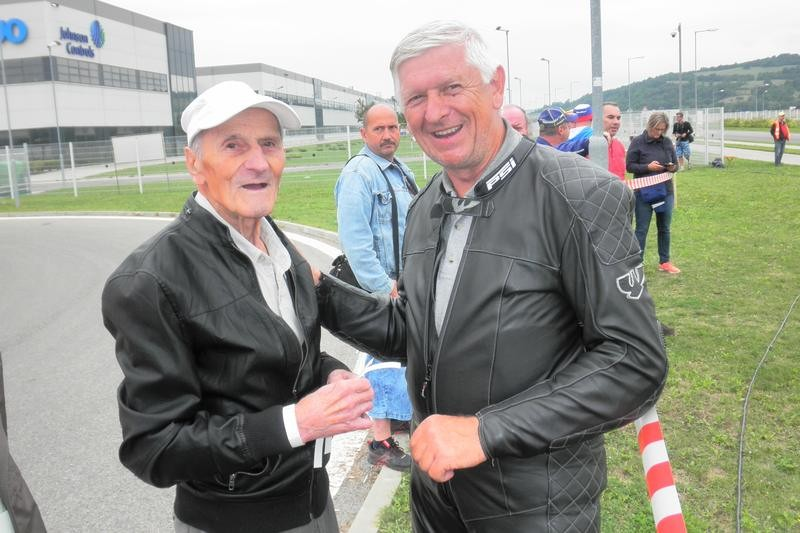 Veľmi sa tešil svojmu čestnému hosťovi i Luboš Kamenár, duša týchto pretekov. a spoločne sme pospomínali i na Trenčanov Tomáša Smatlánka, Haščičovcov a ďalších.