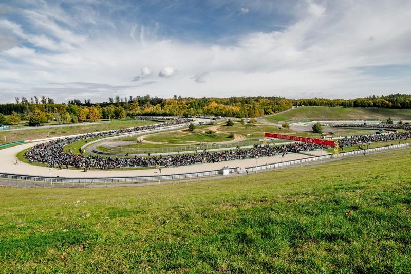 Motorkáři vyrazí na společnou jízdu po dráze Masarykova okruhu