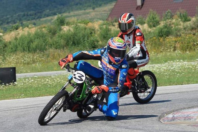 Video: Jakub Kornfeil si vyskúšal motocykel Babetta cupu