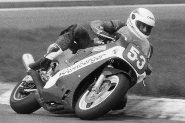 Ako prvý česko-slovenský jazdec štartoval na pretekoch MS Superbikov - Hungaroring 1988. Foto J. Wolmuth.